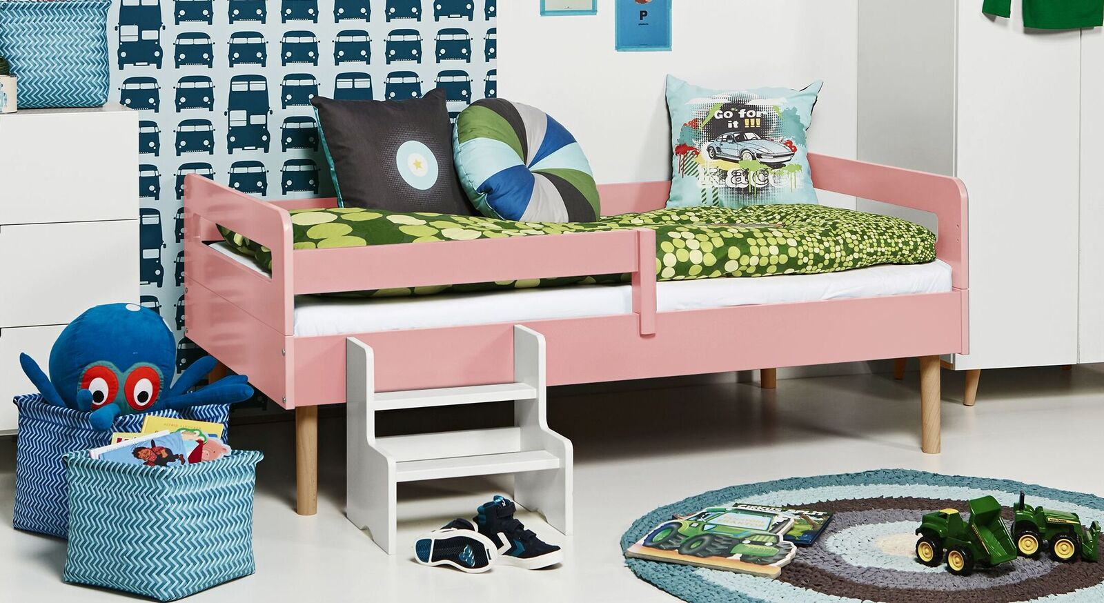 Modernes Kinderbett Kids Town Retro aus rosanem MDF