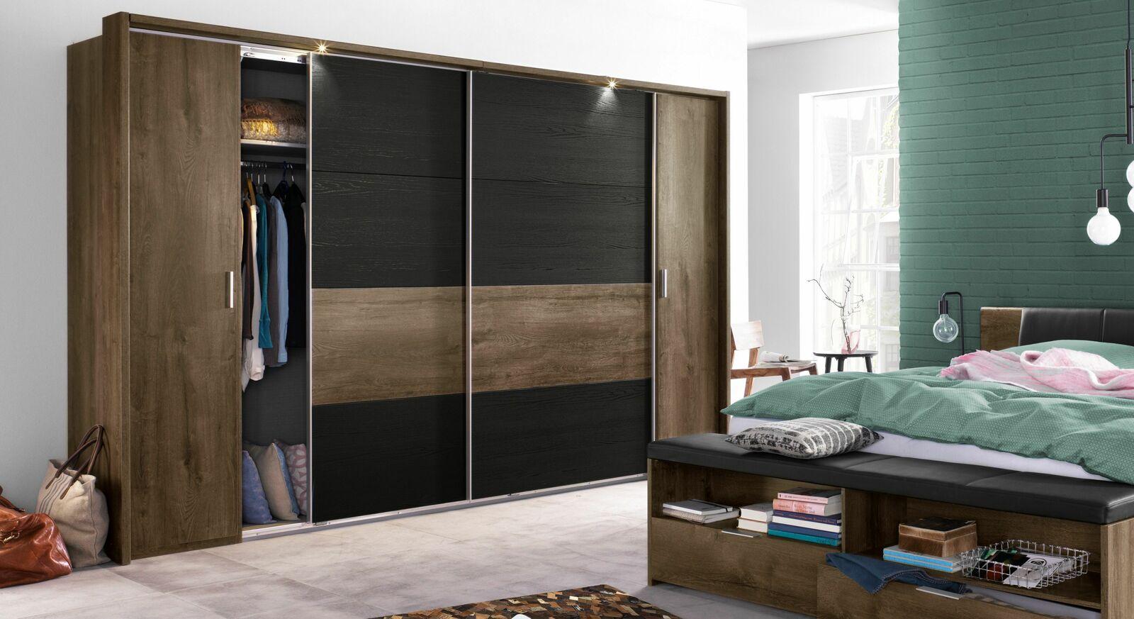 Geräumiger Kleiderschrank Gallinaro mit Kleiderstange und Einlegeboden