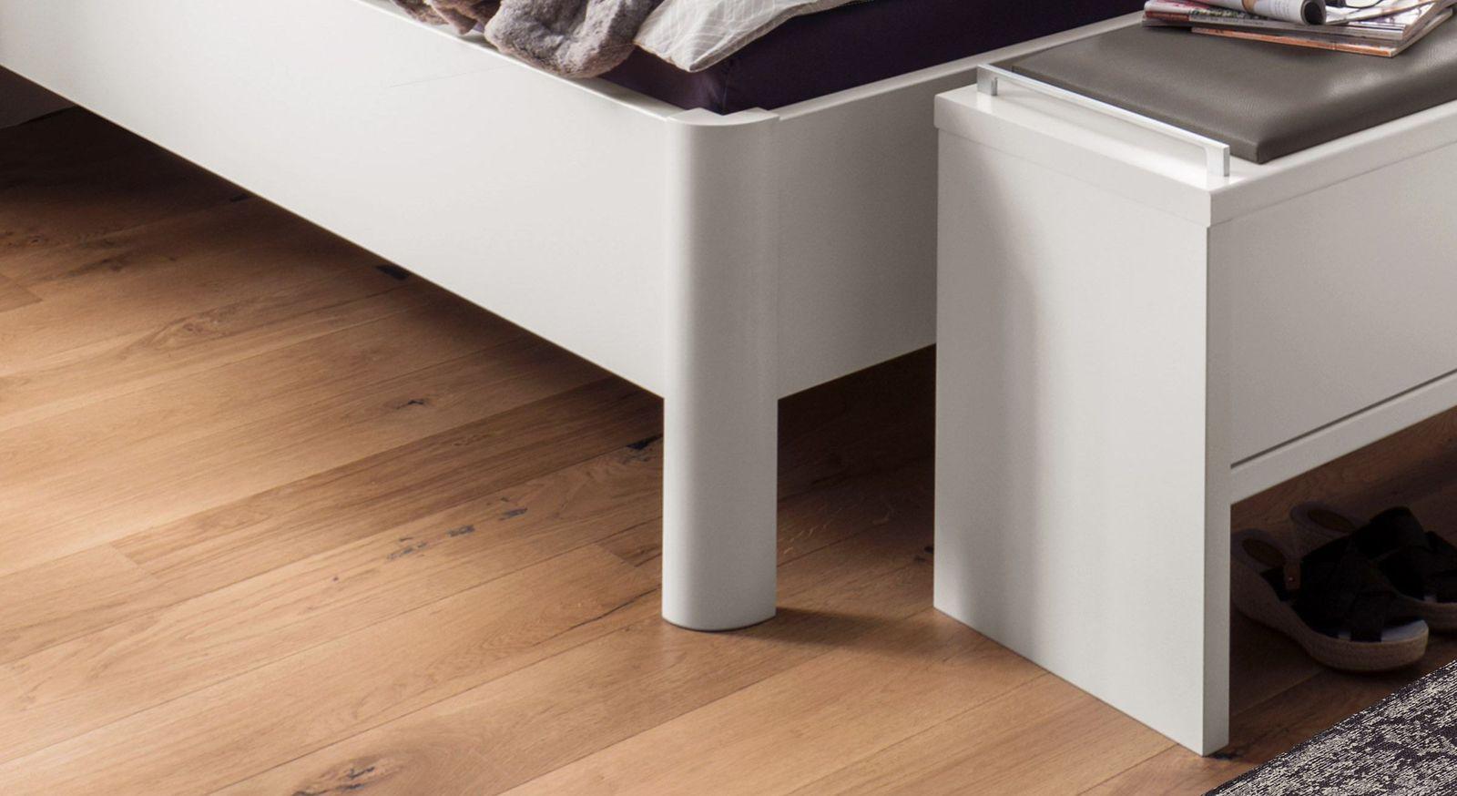 Komfort-Doppelbett Castelli mit abgerundeten Eckfüßen