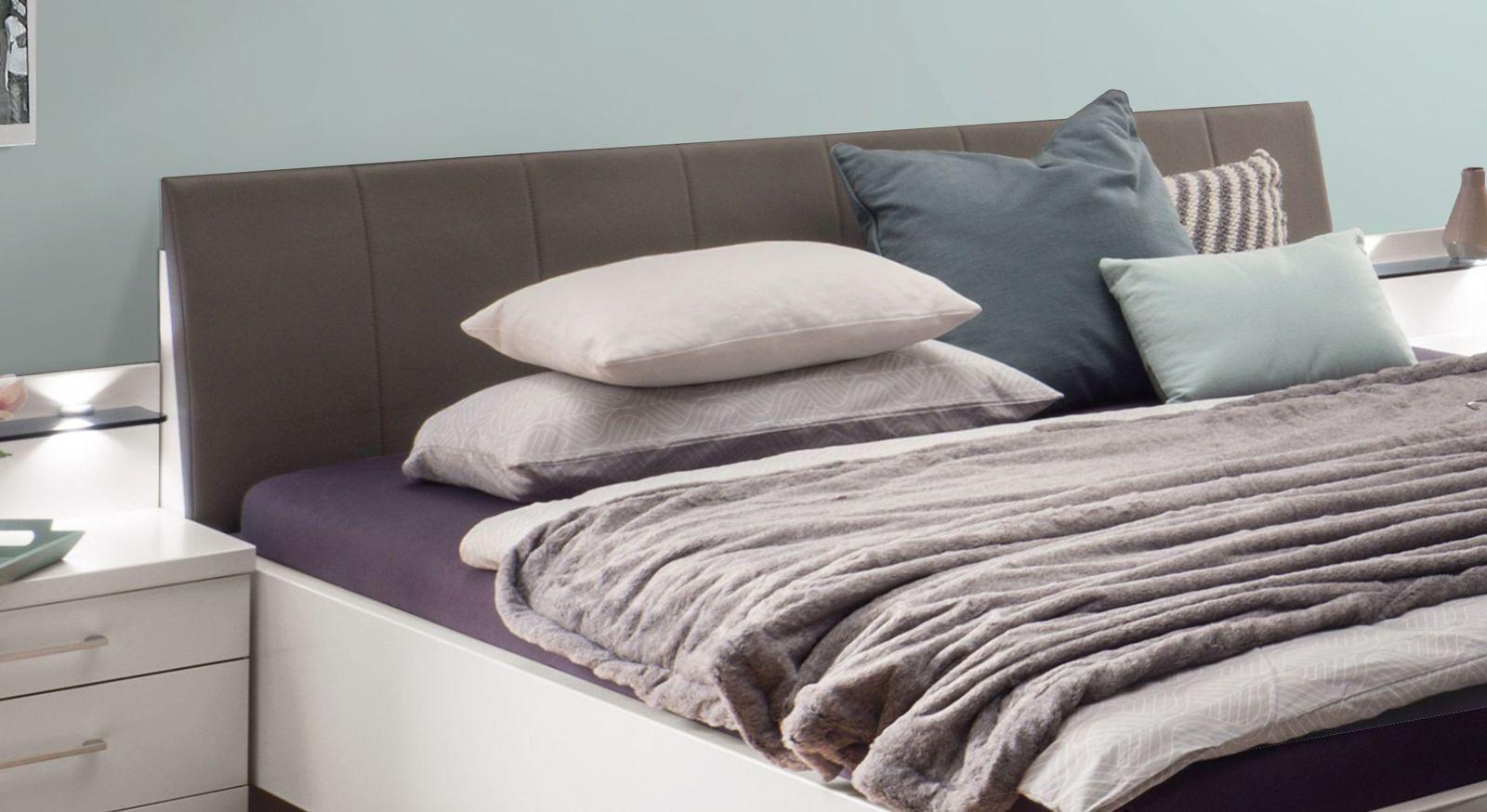 Komfort-Doppelbett Castelli mit havannafarbenem Kopfteil
