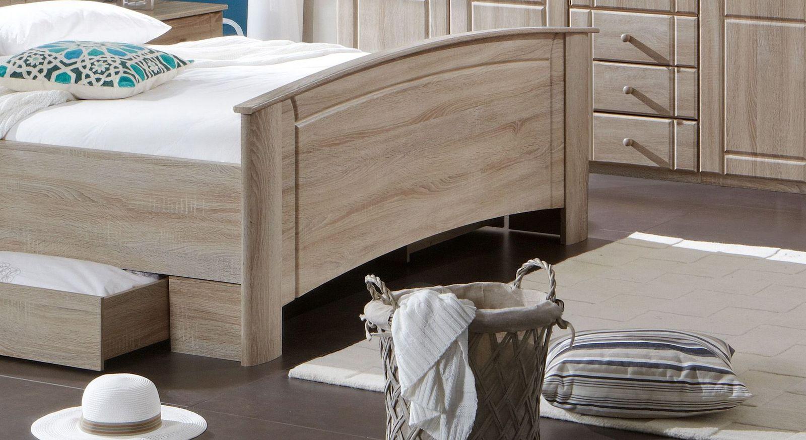 Komfort-Doppelbett Martano mit Zierfräsungen im Fußteil