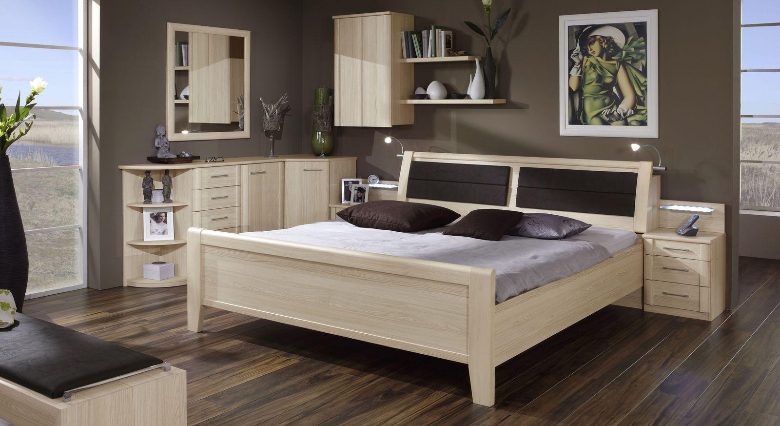 Komfort-Doppelbett Rapino mit passenden Beimöbeln