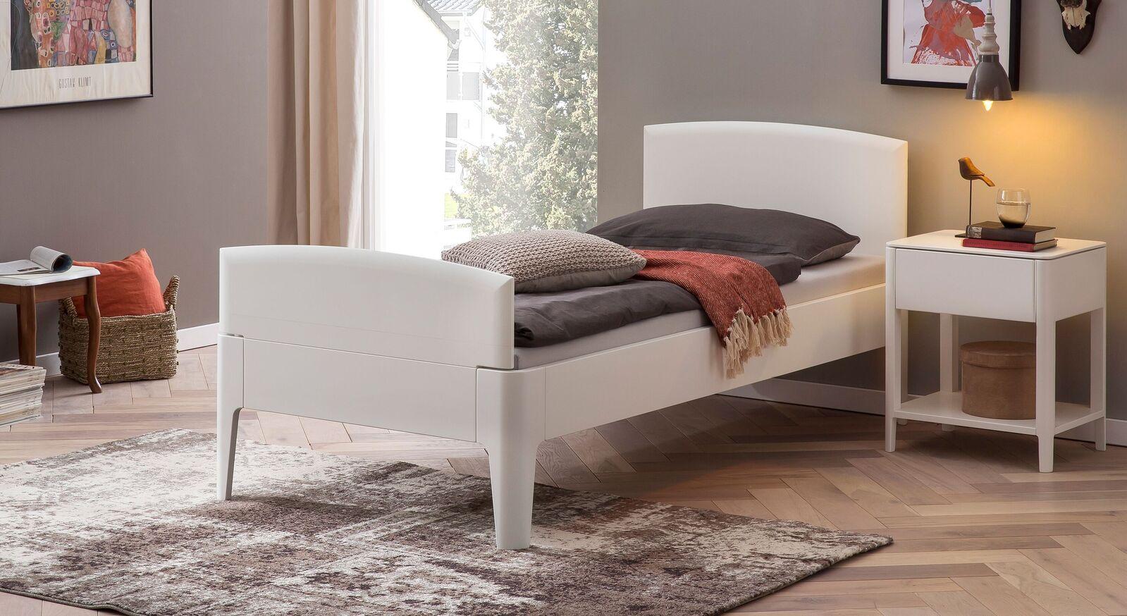 Komfort-Einzelbett Karol mit passendem Nachttisch