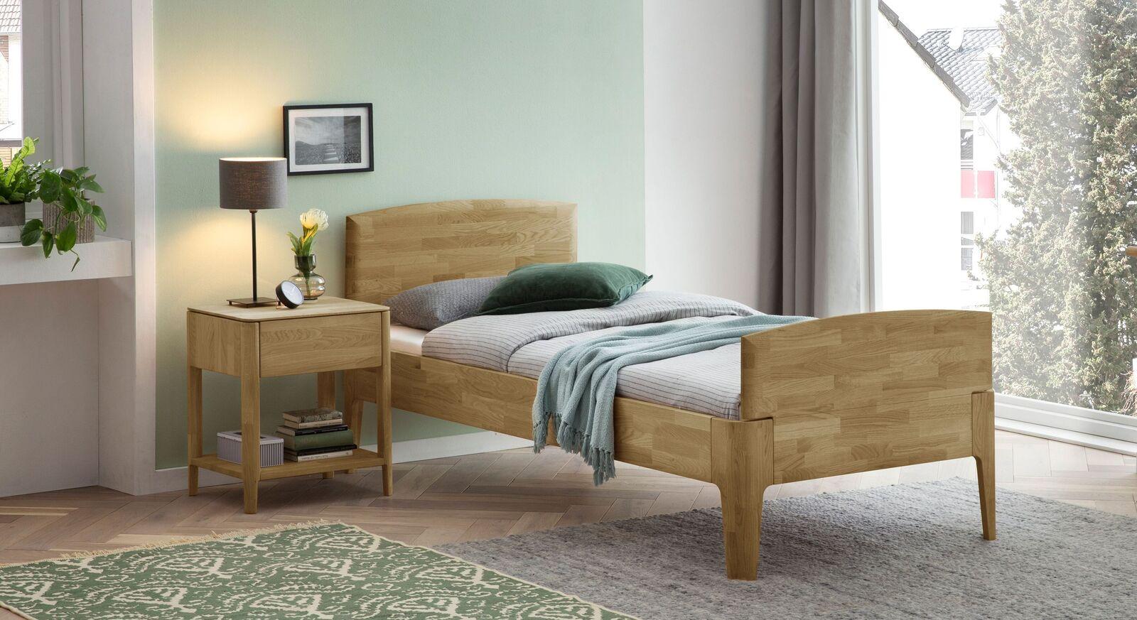 Komfort-Einzelbett Stanis mit passendem Nachttisch