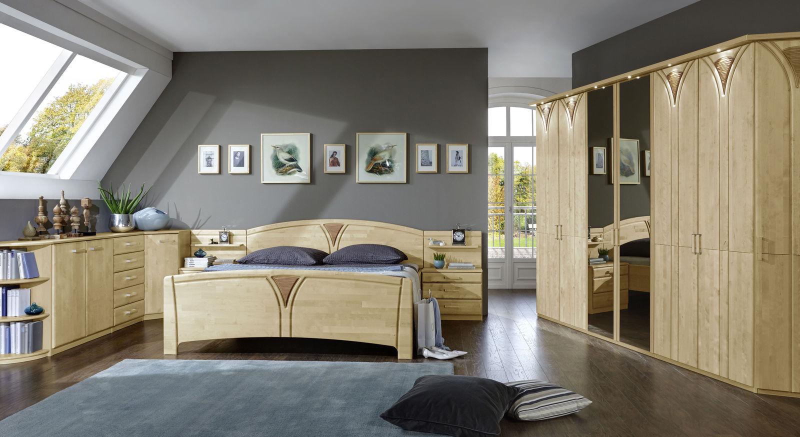 Stilvolles Komplett-Schlafzimmer Karia aus Birke und Dekor