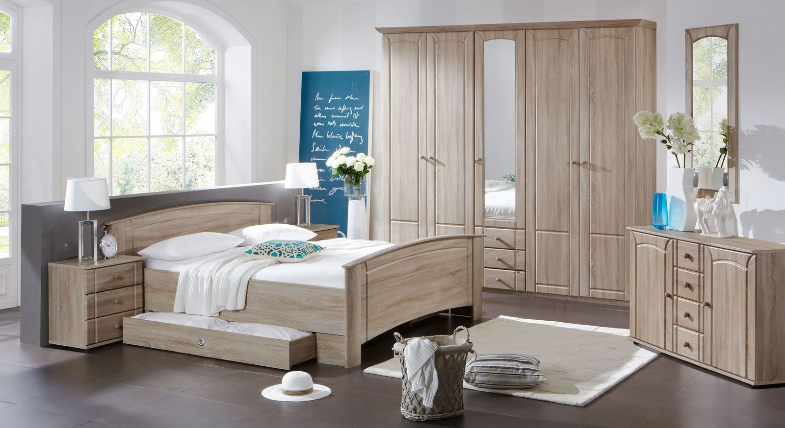 gro er wandspiegel mit rahmen aus eiche s gerau dekor. Black Bedroom Furniture Sets. Home Design Ideas