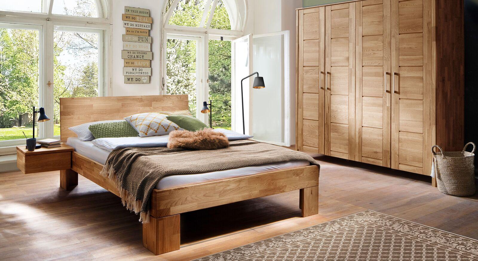 Komplett-Schlafzimmer Pasja in massiver Wildeiche