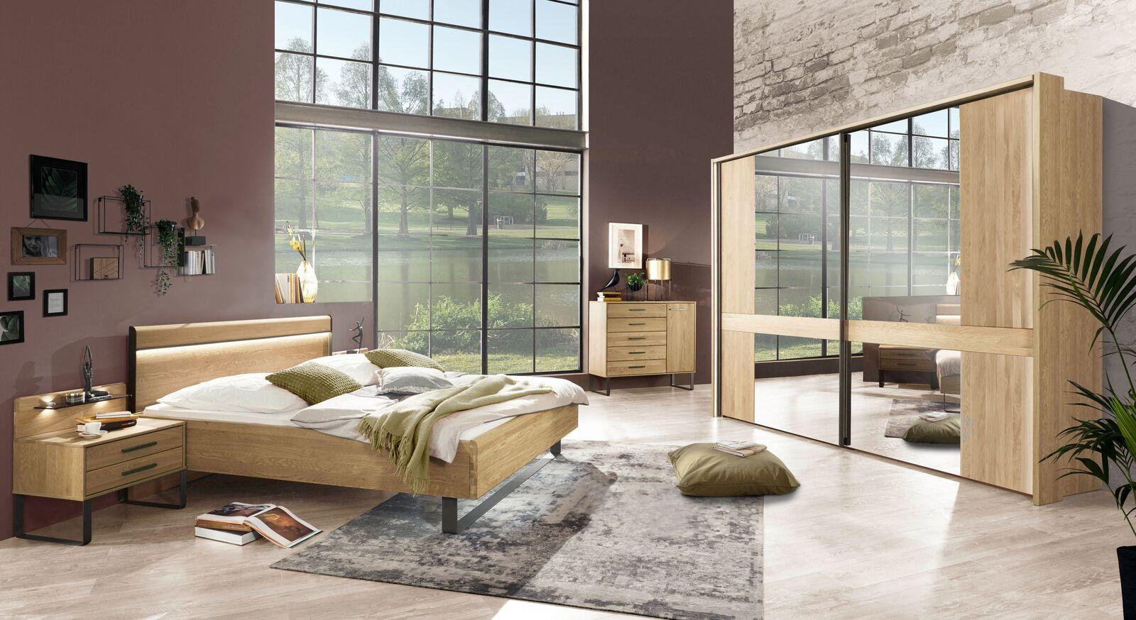 Komplett-Schlafzimmer Vitora in Eiche natur teilmassiv