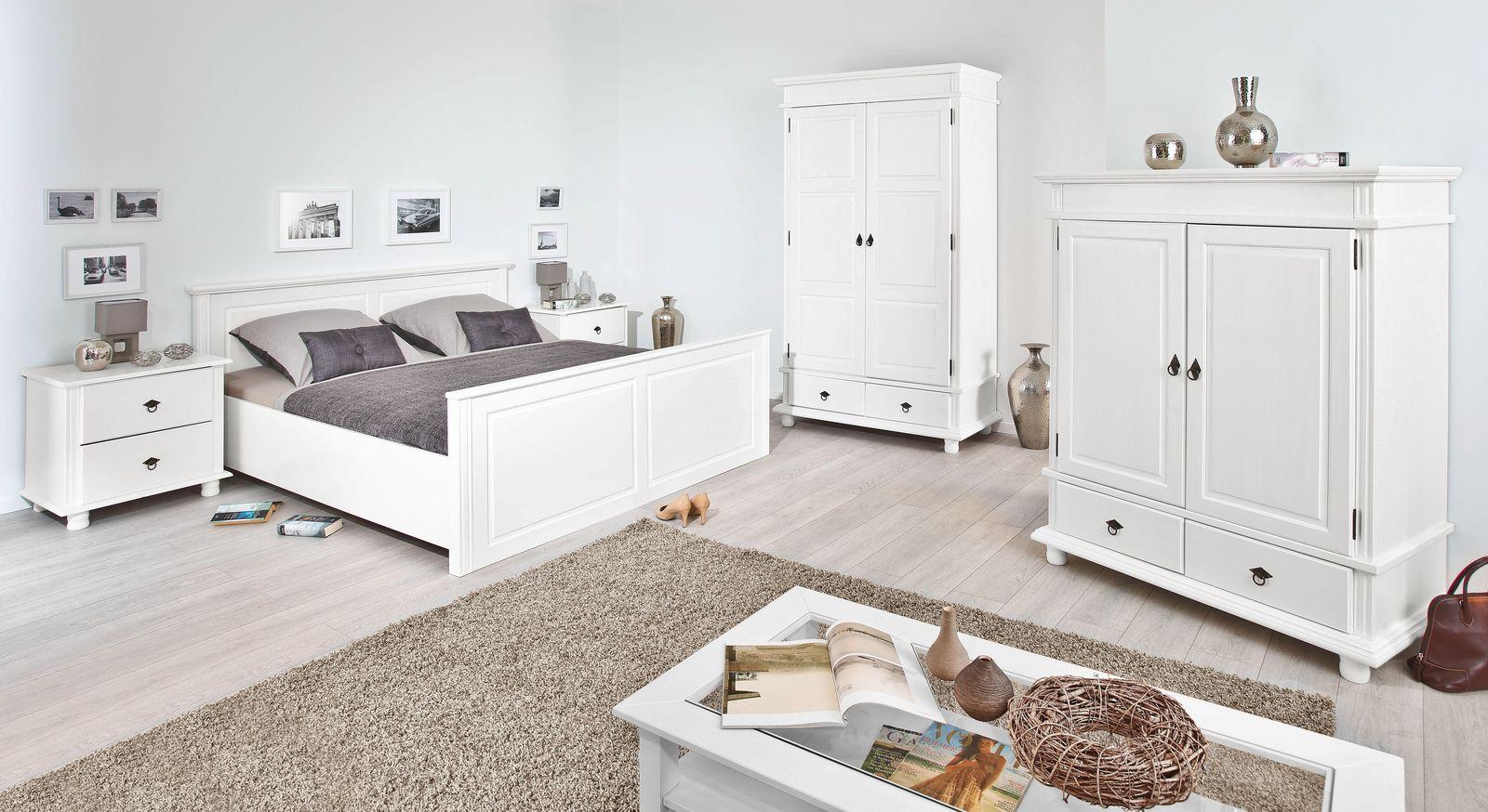 Schlichtes Komplett-Schlafzimmer Wien im romantischen Landhausstil