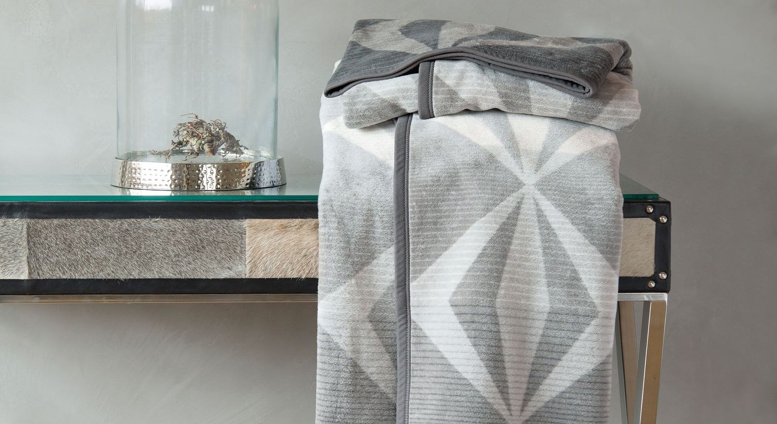 Trendige Kuscheldecke Diamond mit praktischer Wendeoptik
