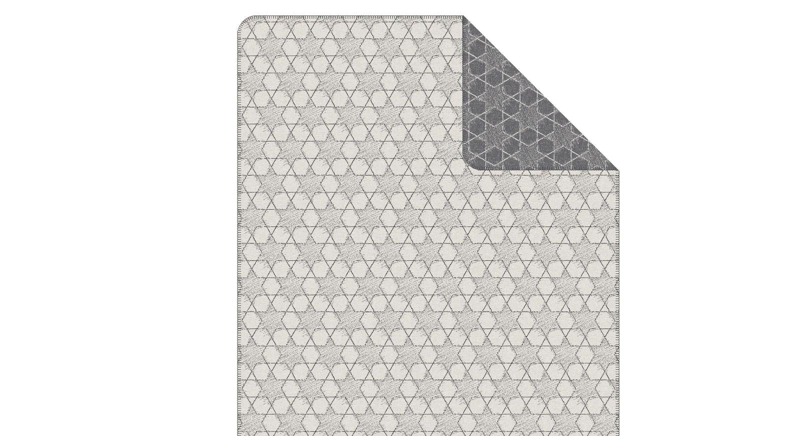 Jacquard-Wohndecke von s.Oliver mit grau weißem Muster zum Kuscheln