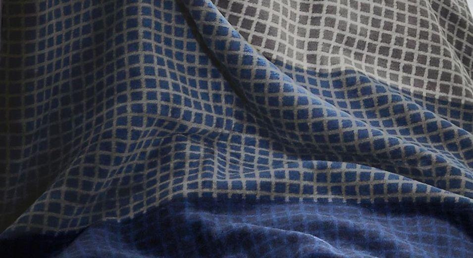 Kuscheldecke s.Oliver Streifen nachtblau-grau mit ausgefallenem Karomuster