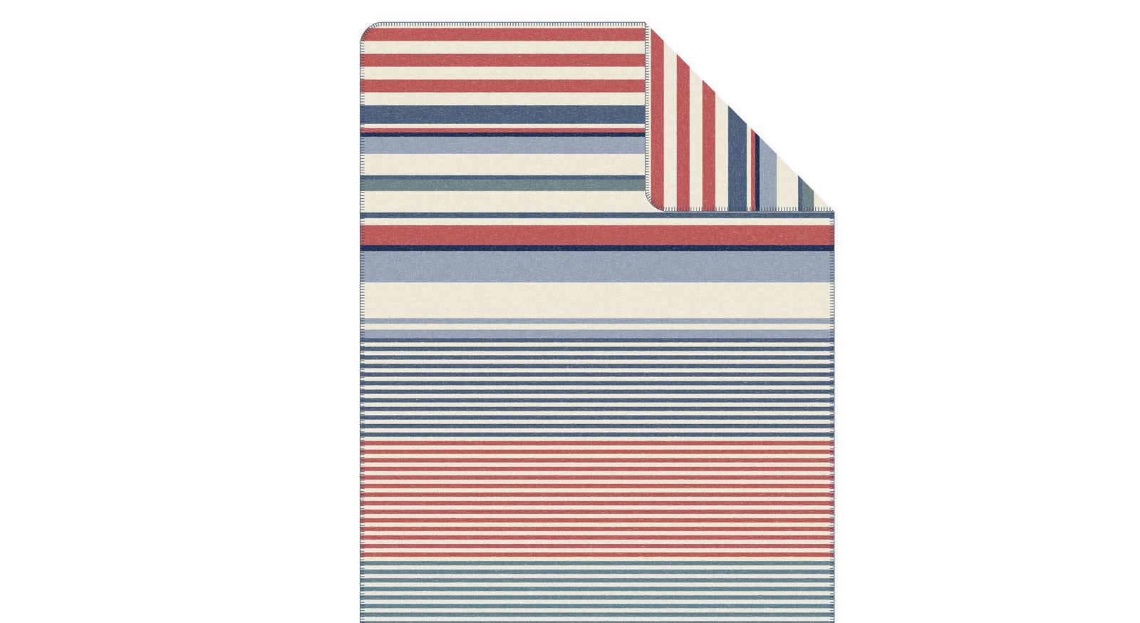Kuscheldecke Streifen weiß-blau von s.Oliver mit geketteltem Zierstich