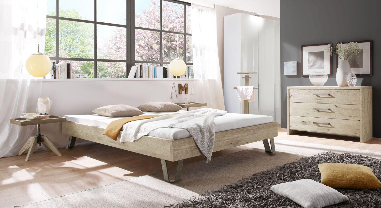 Liege Aveiros mit passenden Schlafzimmermöbeln