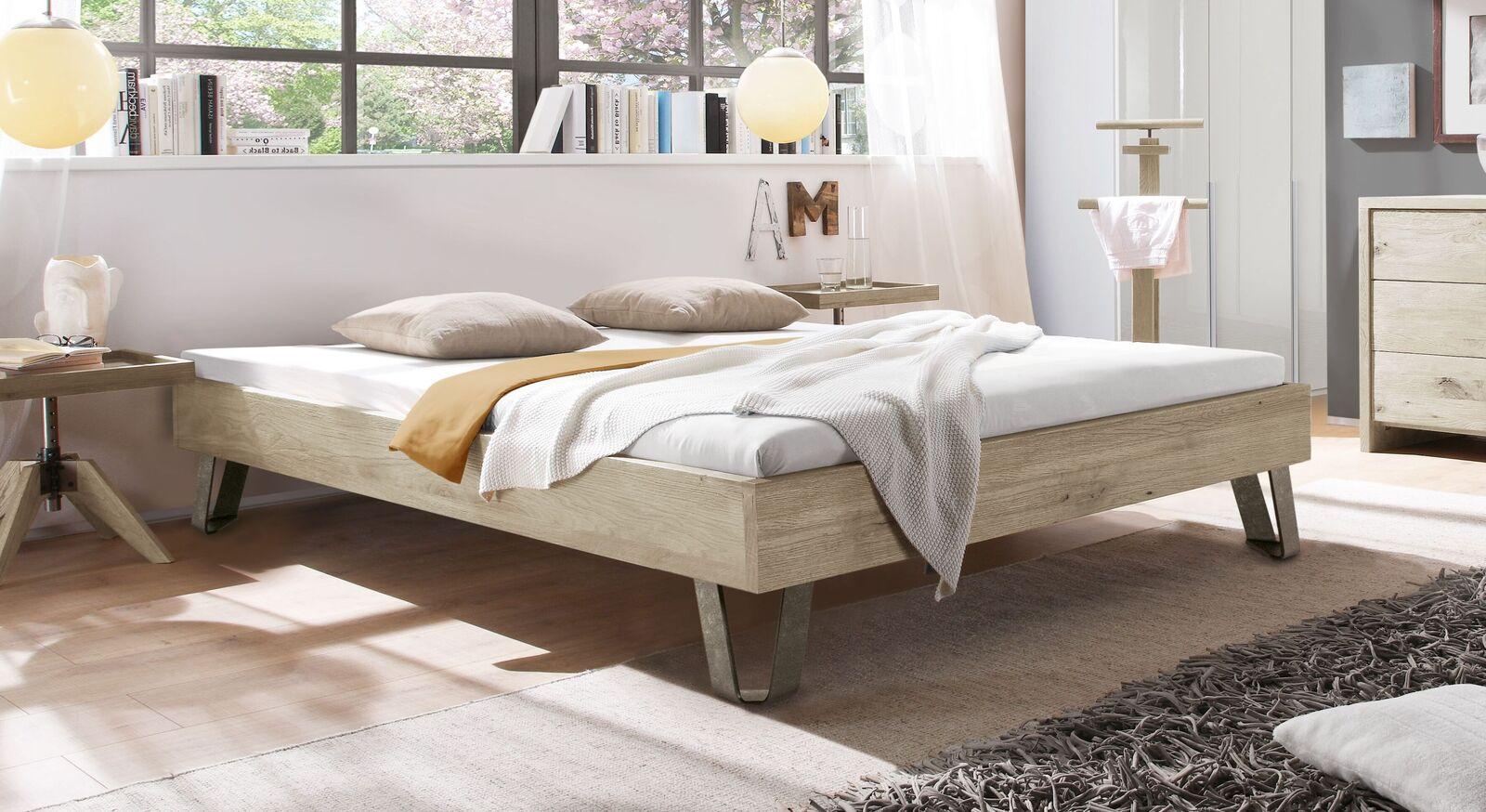 Moderne Liege Aveiros aus massivem Wildeichenholz