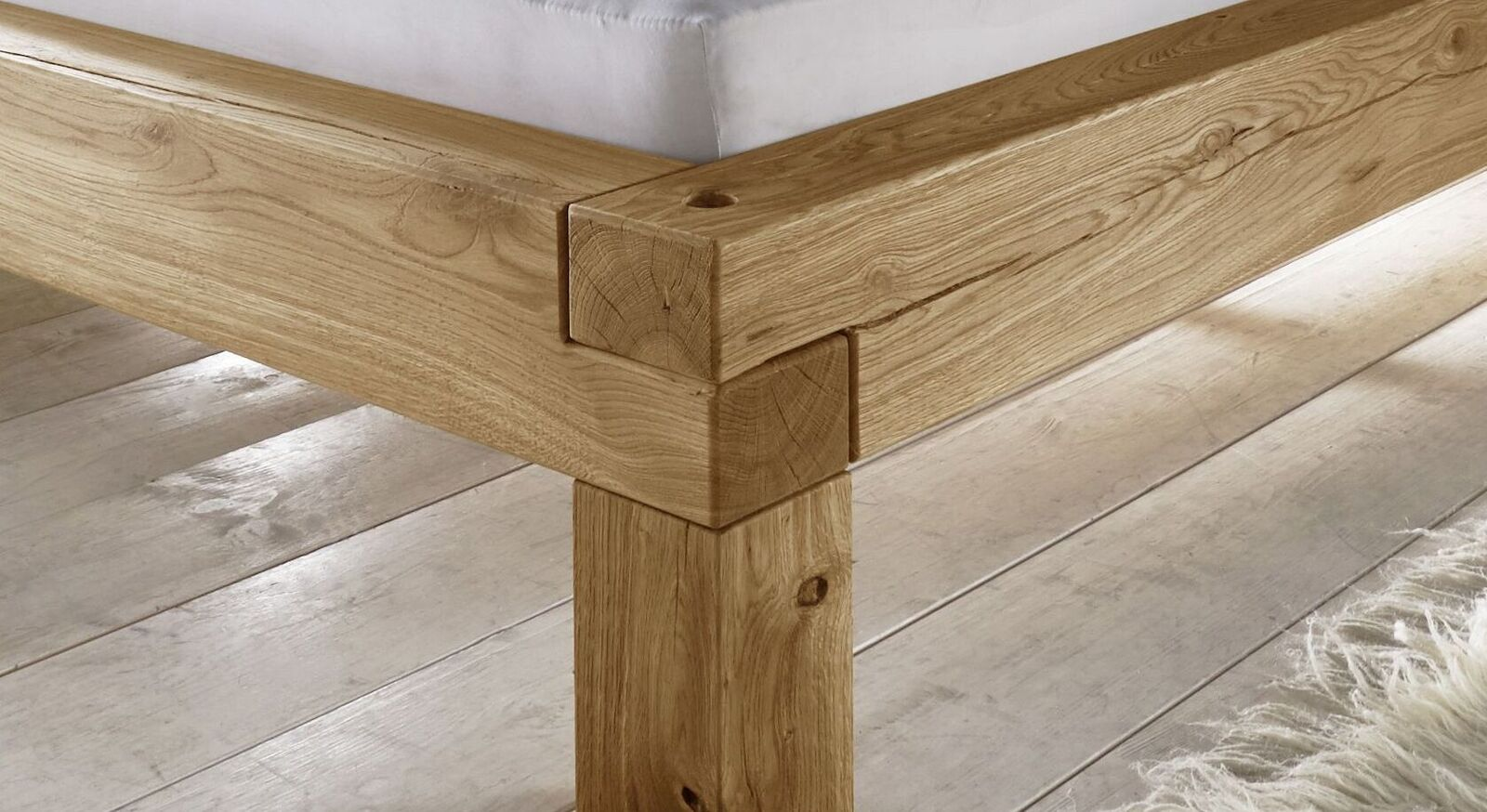 Holzliege Claro mit gestecktem Rahmen