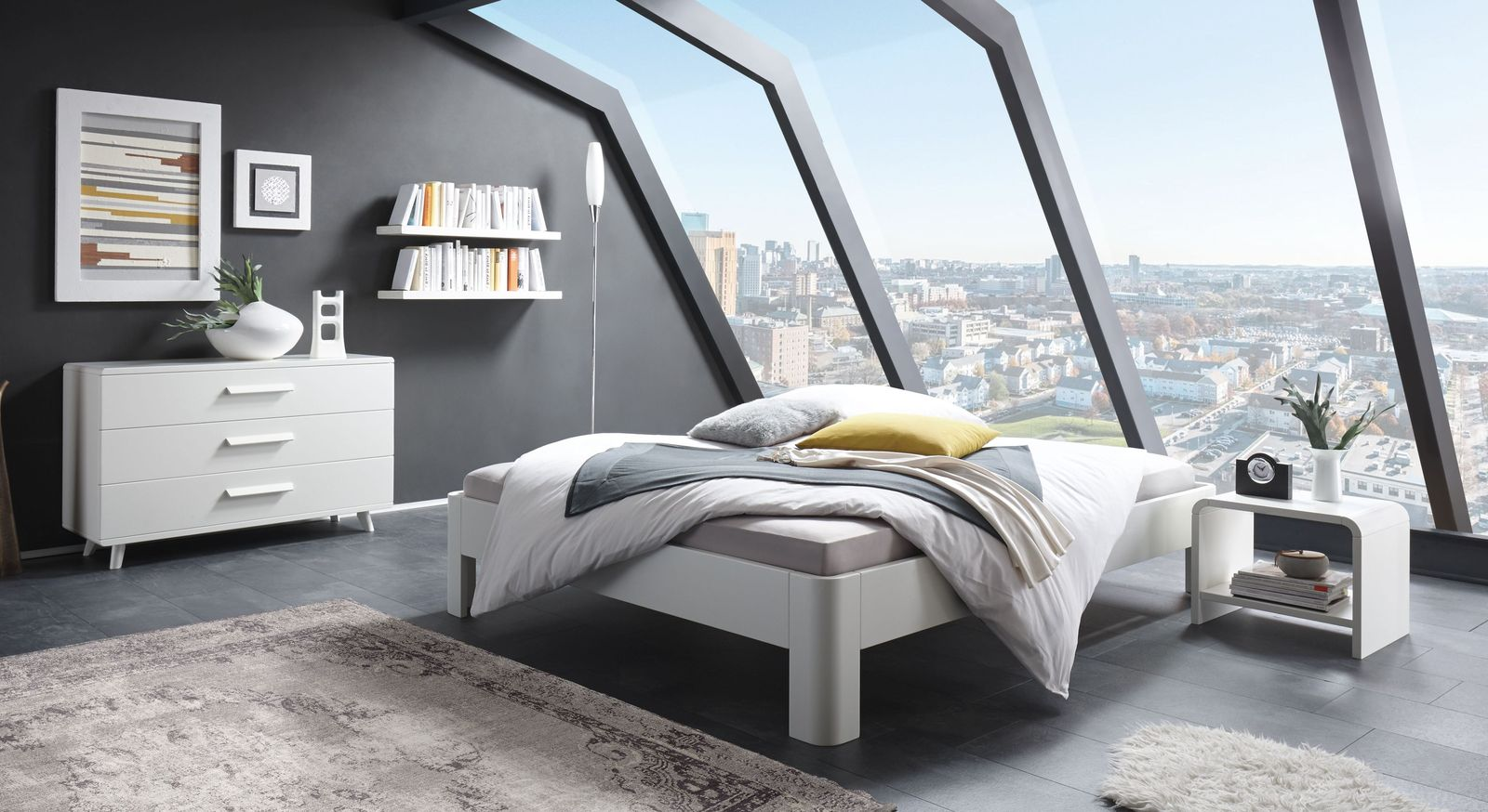 wei e massivholz liege aus buche mit gerundeten f en gamba. Black Bedroom Furniture Sets. Home Design Ideas