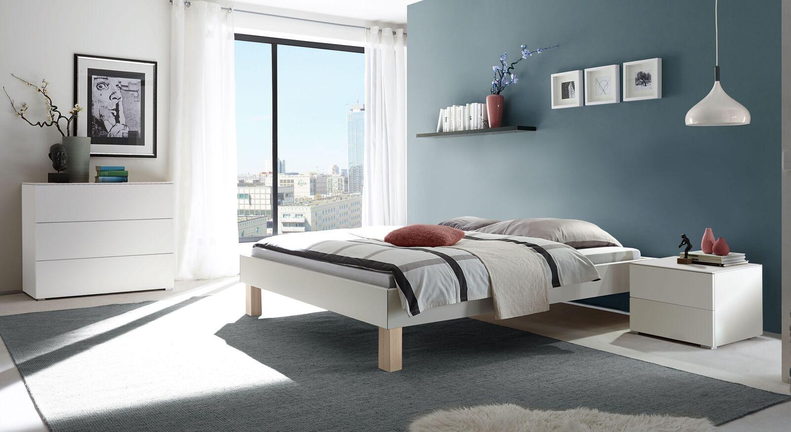 Liege Jouko mit passenden Schlafzimmermöbeln