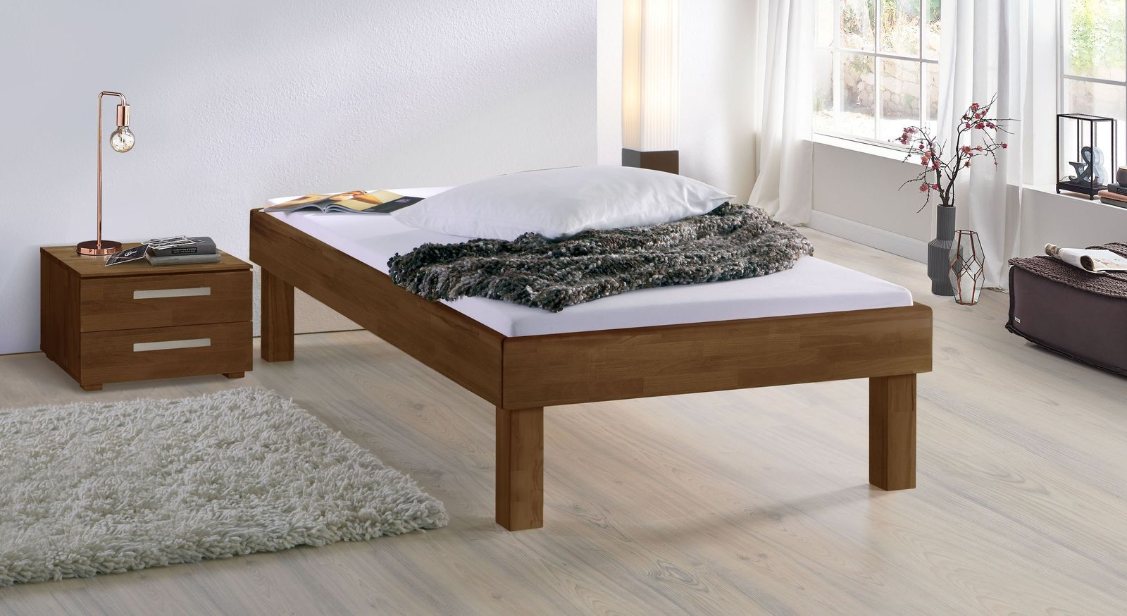 Nussbaumfarbene Liege Madrid Komfort mit 30 cm Fußhöhe