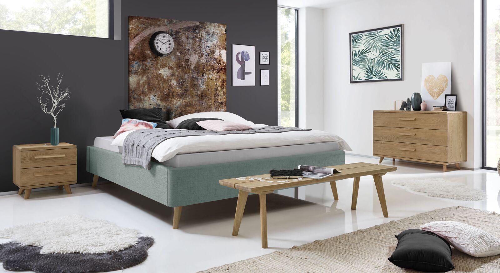 Liege Malvina mit passender Schlafzimmerausstattung