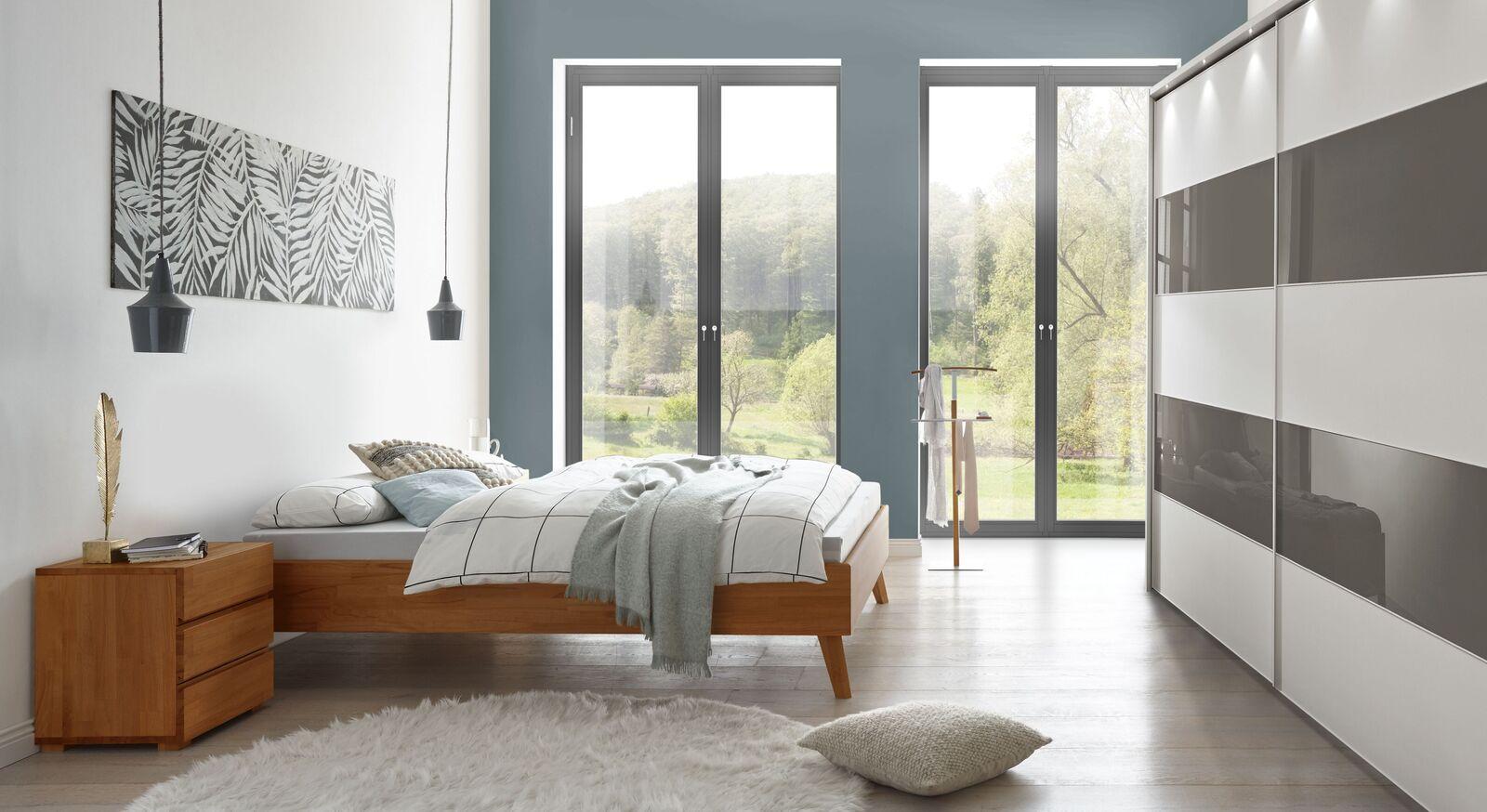 Liege Soprenia mit passender Schlafzimmer-Einrichtung
