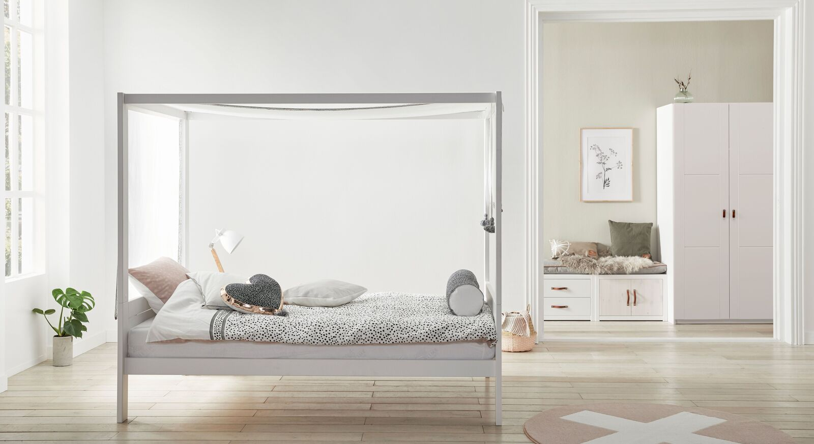 Komplett-Schlafzimmer Kiefer massiv mit Himmelbett - Living Style
