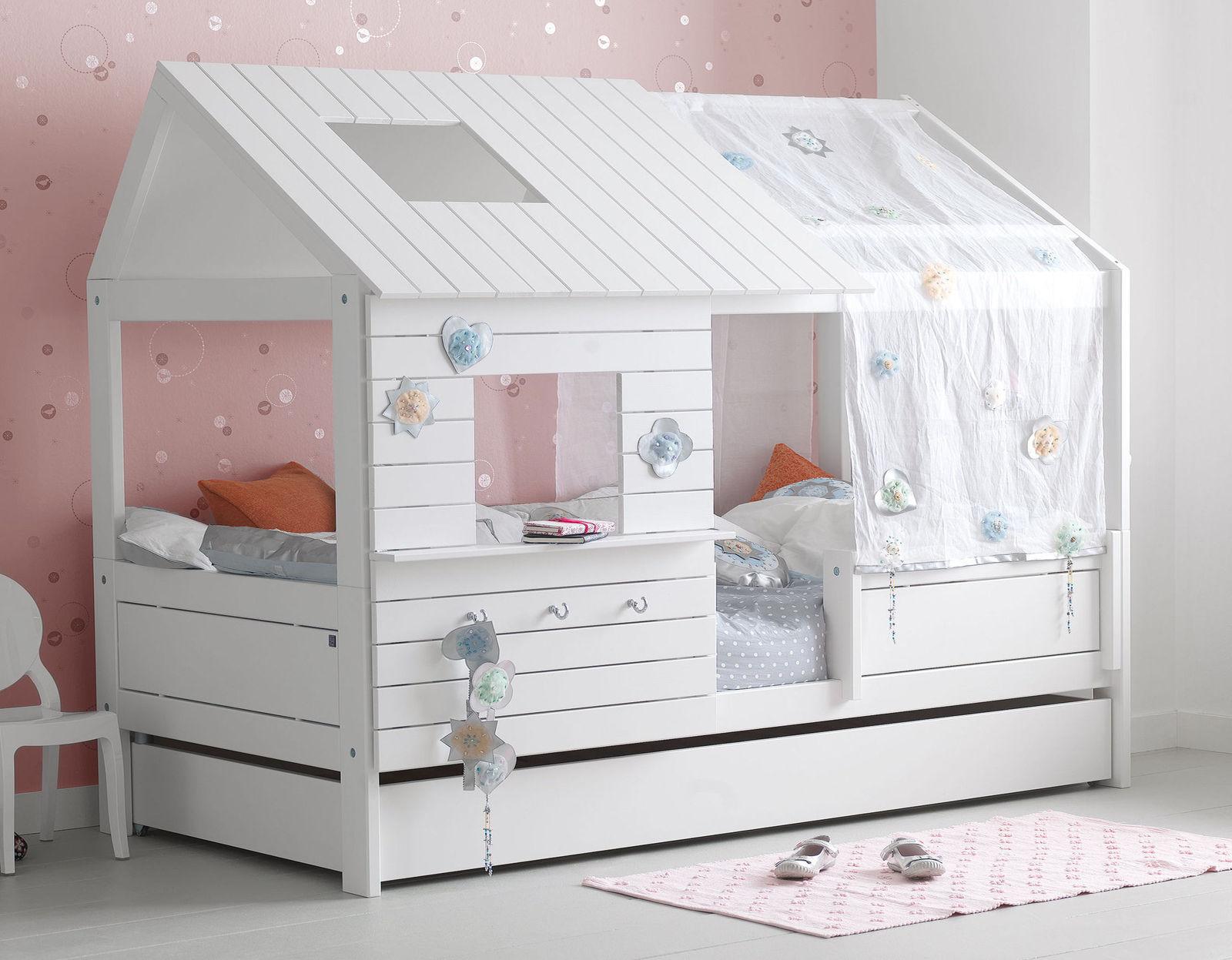 wei es lifetime h ttenbett aus kiefer mit fenstern. Black Bedroom Furniture Sets. Home Design Ideas