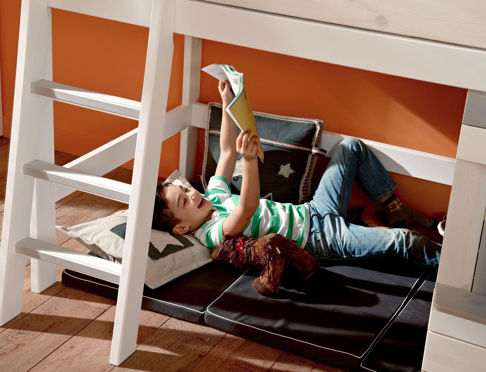 halbhohes lifetime bett aus kiefer mit kletterwand holzh tte. Black Bedroom Furniture Sets. Home Design Ideas