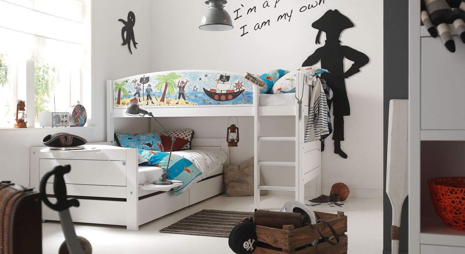 Komplettes Zimmer mit stabilem LIFETIME Eck-Etagenbett Pirat