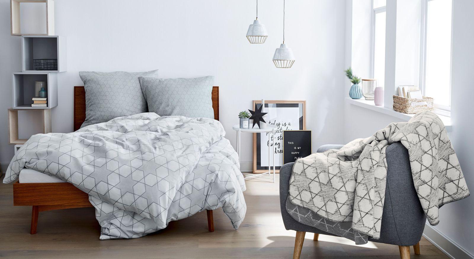 Mako-Satin-Bettwäsche s.Oliver Muster grau-weiß mit passender Kuscheldecke