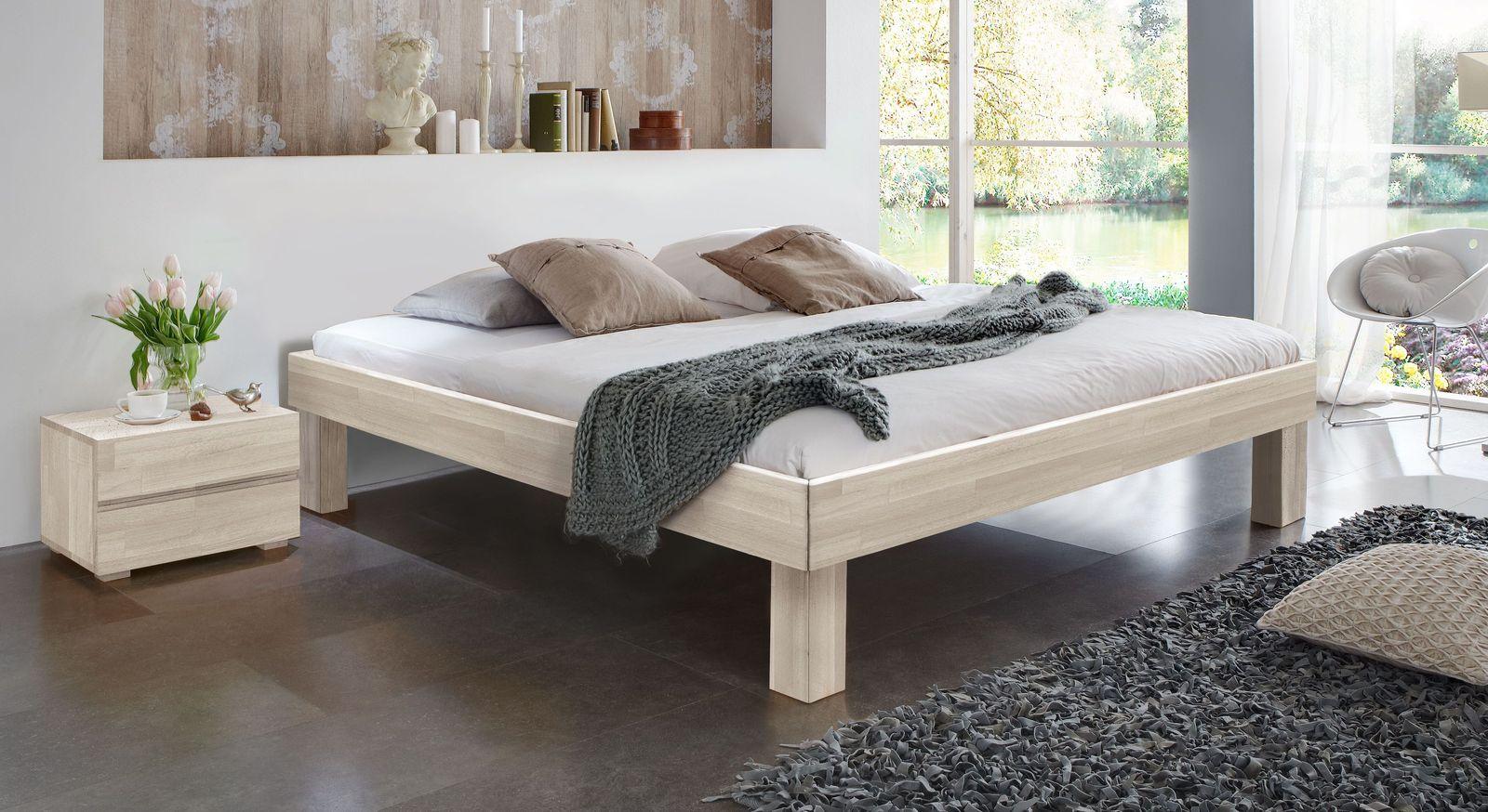 Weiße Massivholzliege Madrid Komfort mit 25 cm hohen Füßen