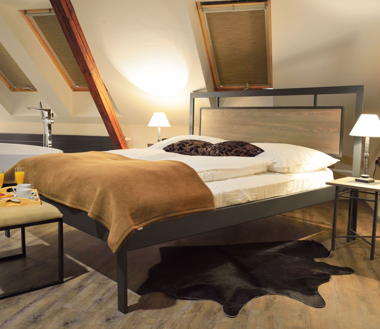 modernes metallbett ohne fu teil z b in wei tarvisio. Black Bedroom Furniture Sets. Home Design Ideas