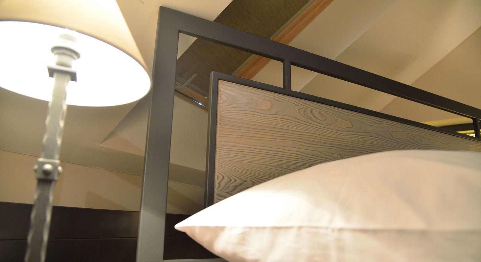 Metallbett Tarvisio mit elegantem Massivholzeinsatz am Kopfteil