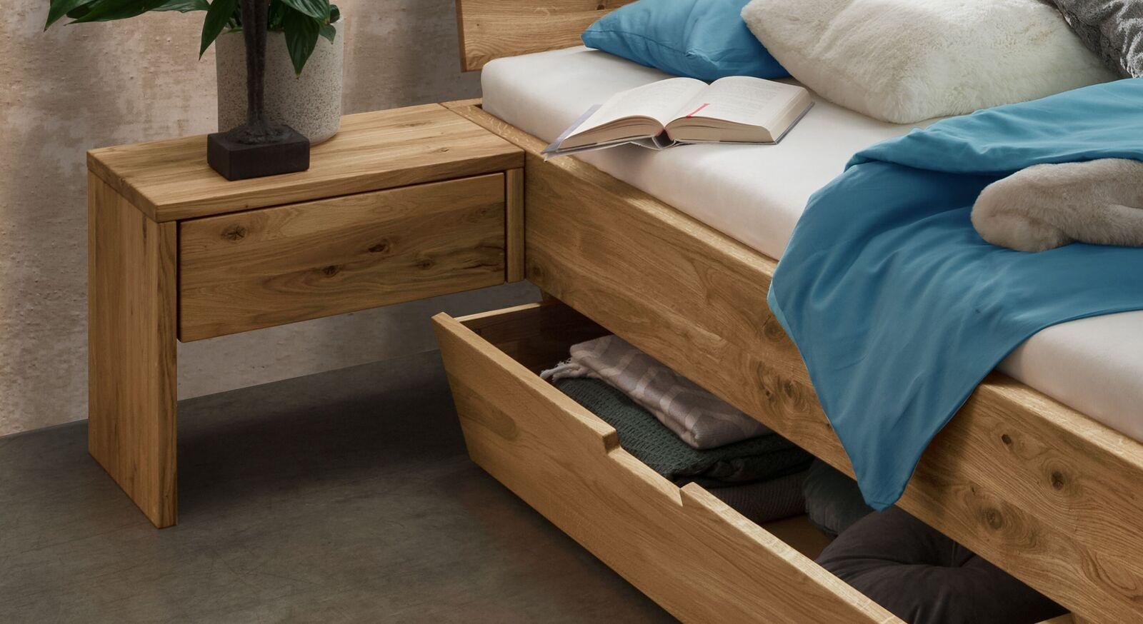 Nachttisch Adrien aus Wildeiche-Massivholz