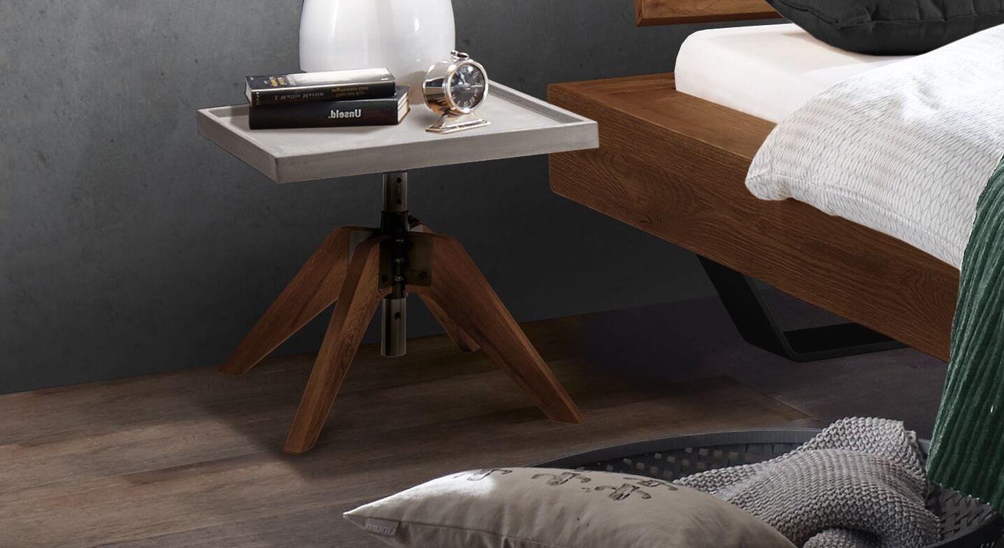 Nachttisch Antero mit Holzfüßen aus Wildeiche