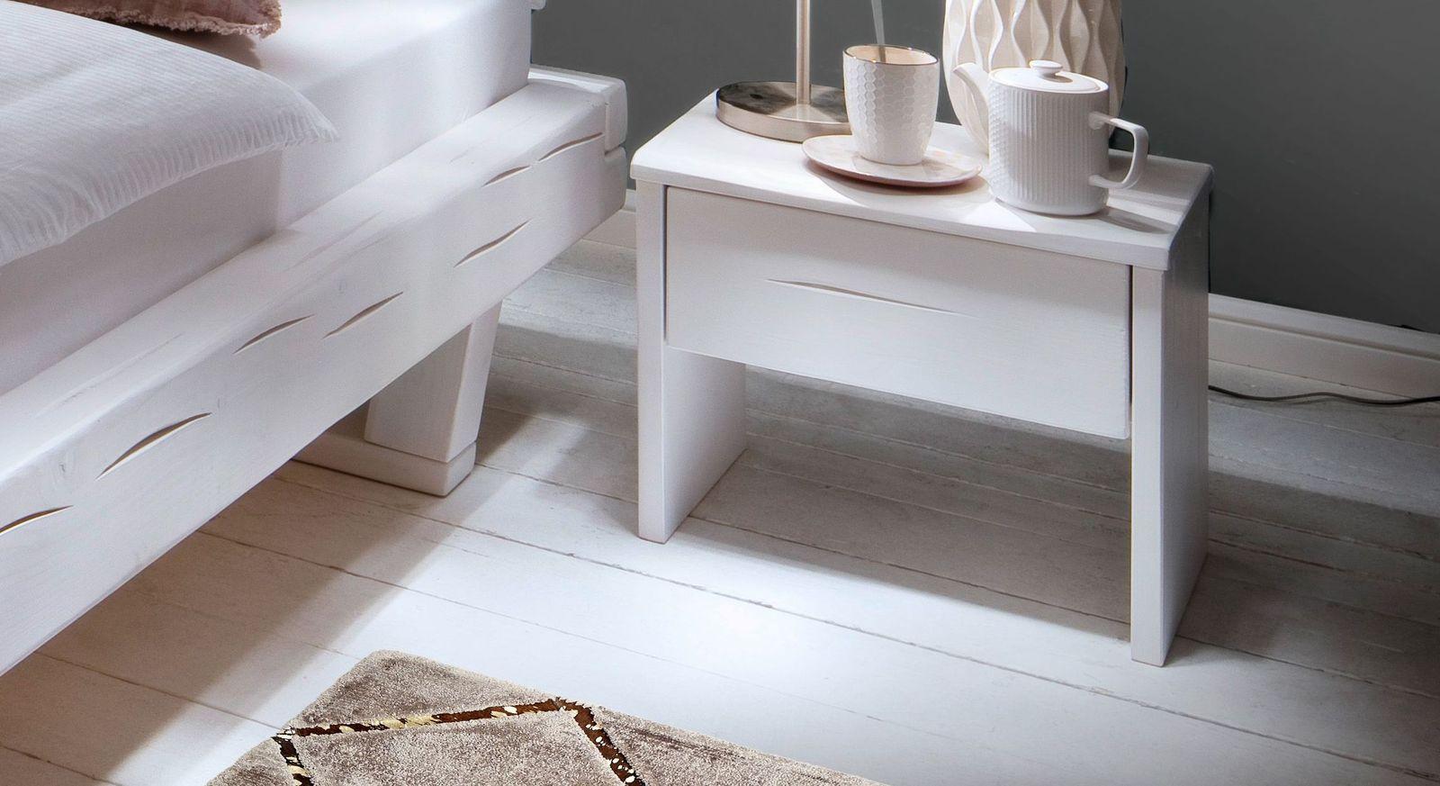Nachttisch Arnara aus weiß lackierter Fichte