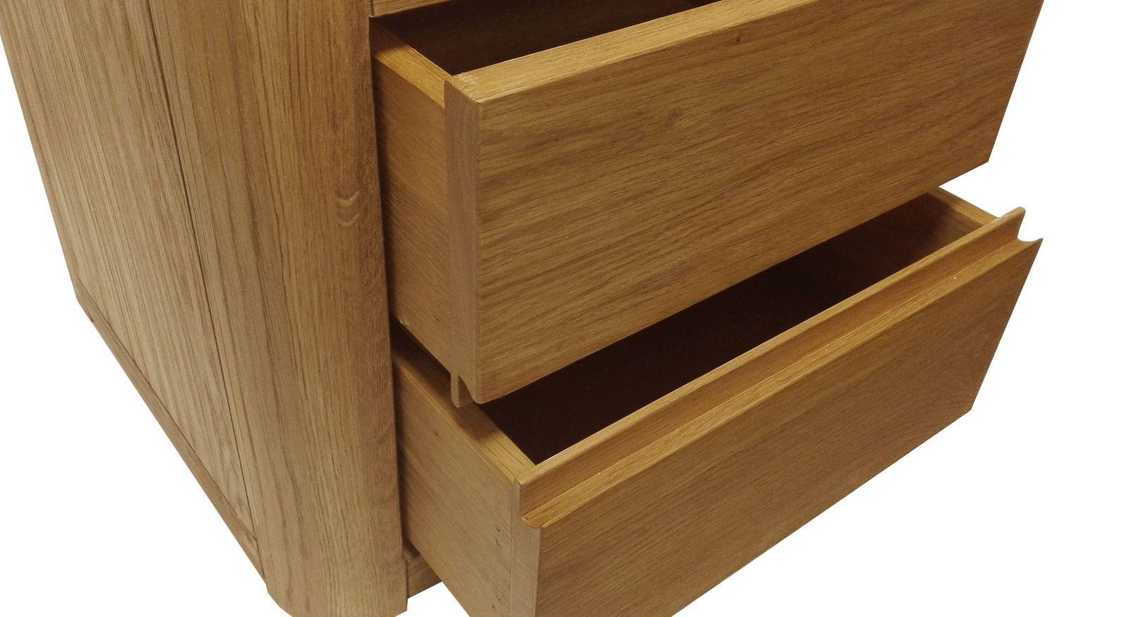 Nachttisch mit offenen Schubladen aus natürlichem Eichenholz