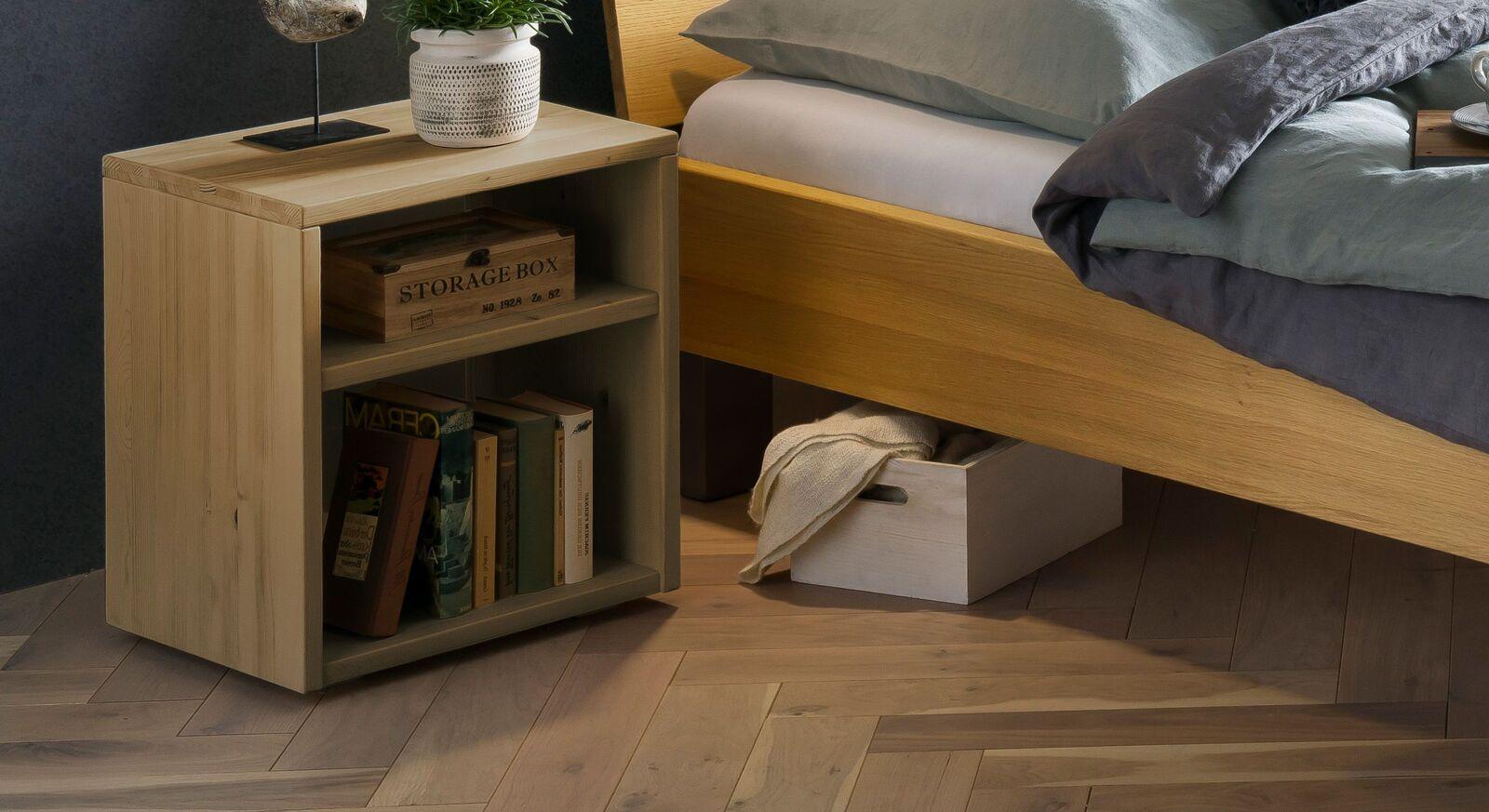 Nachttisch Hamar aus hochwertigem Wildeiche-Massivholz