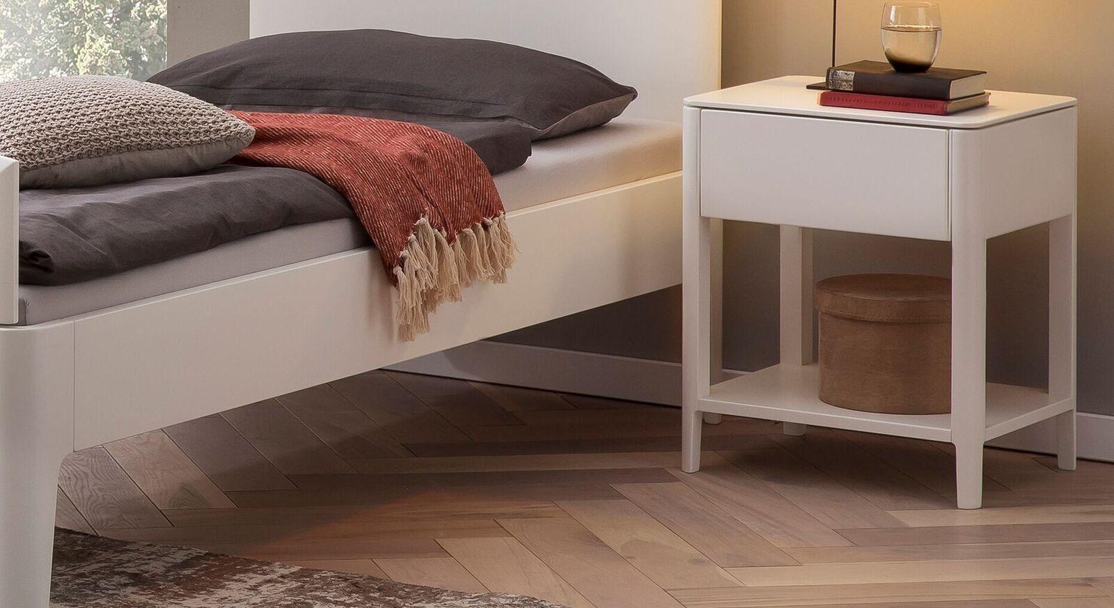 Nachttisch Karol mit praktischer Schublade in Weiß