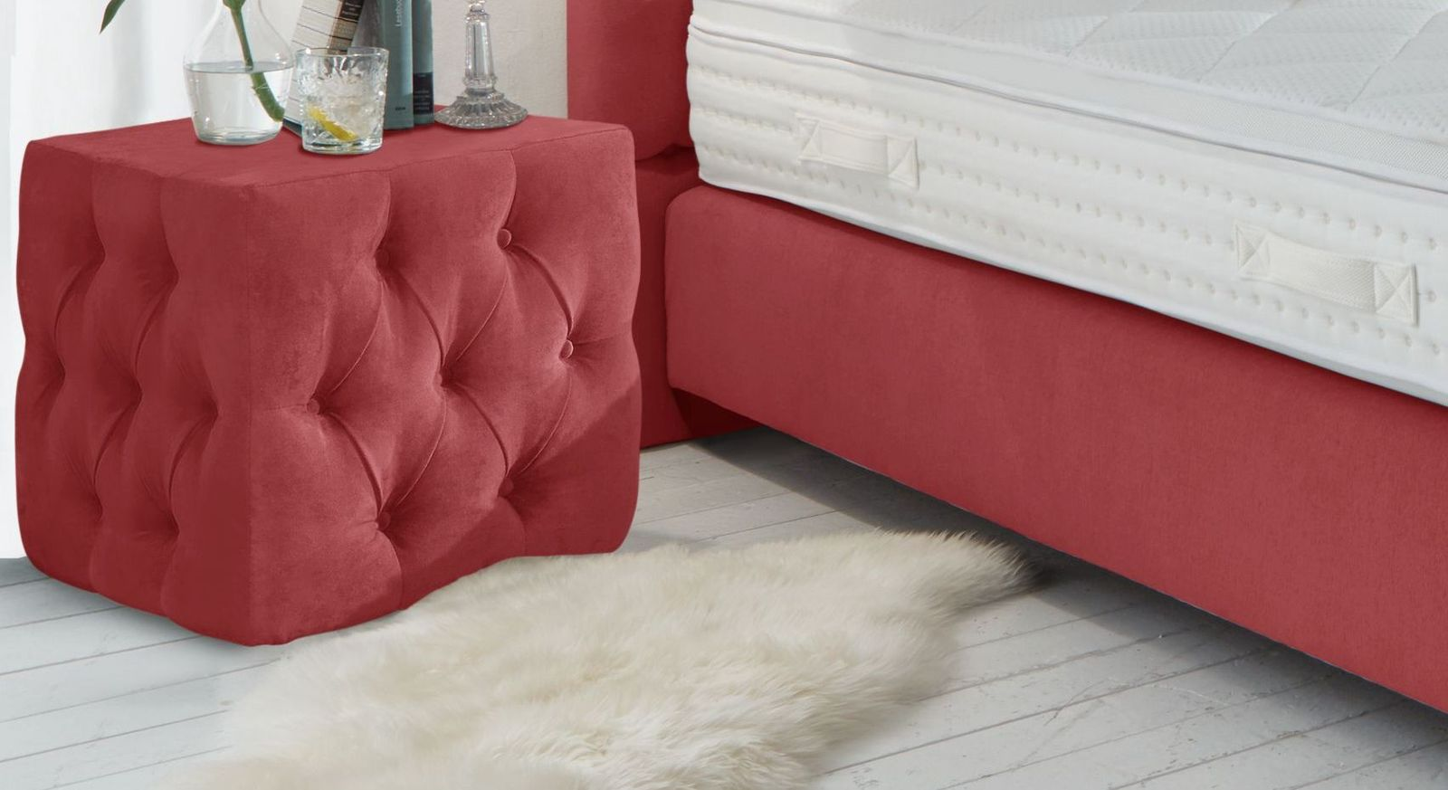 Nachttisch Palmdale aus kirschfarbenem Velours-Webstoff