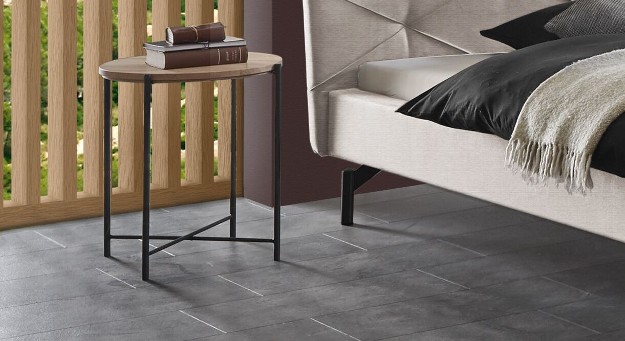 Nachttisch Sotello mit Ablagefläche aus Massivholz