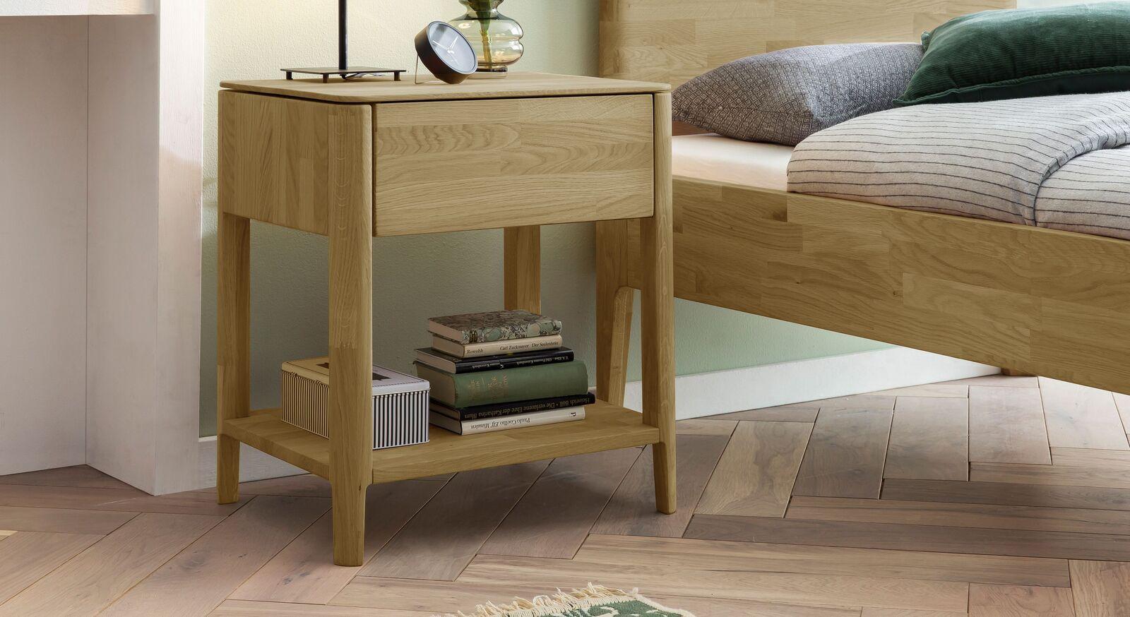 Nachttisch Stanis aus robustem Eichenholz