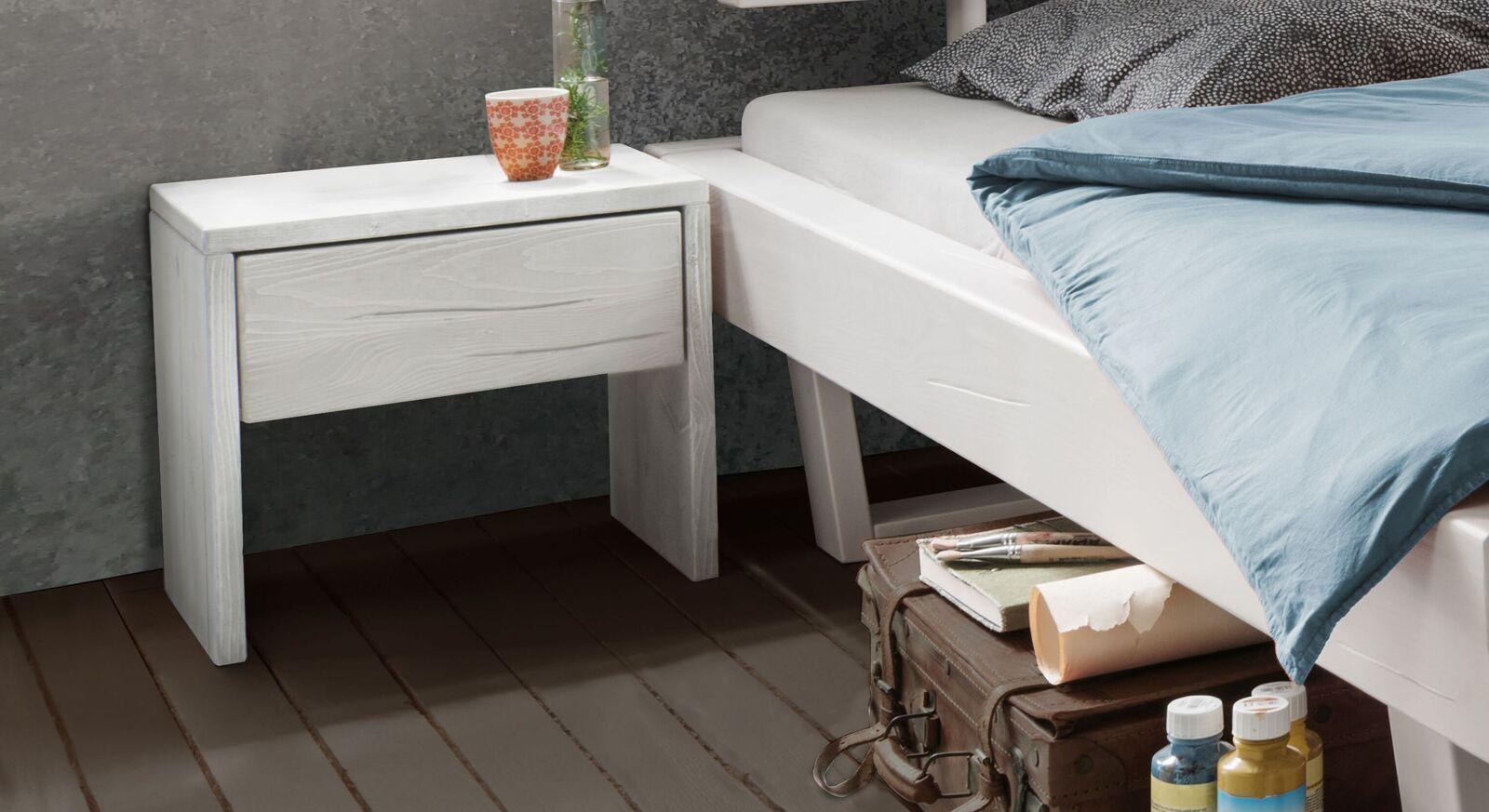 Nachttisch Tiaki aus weiß lasierter Kiefer