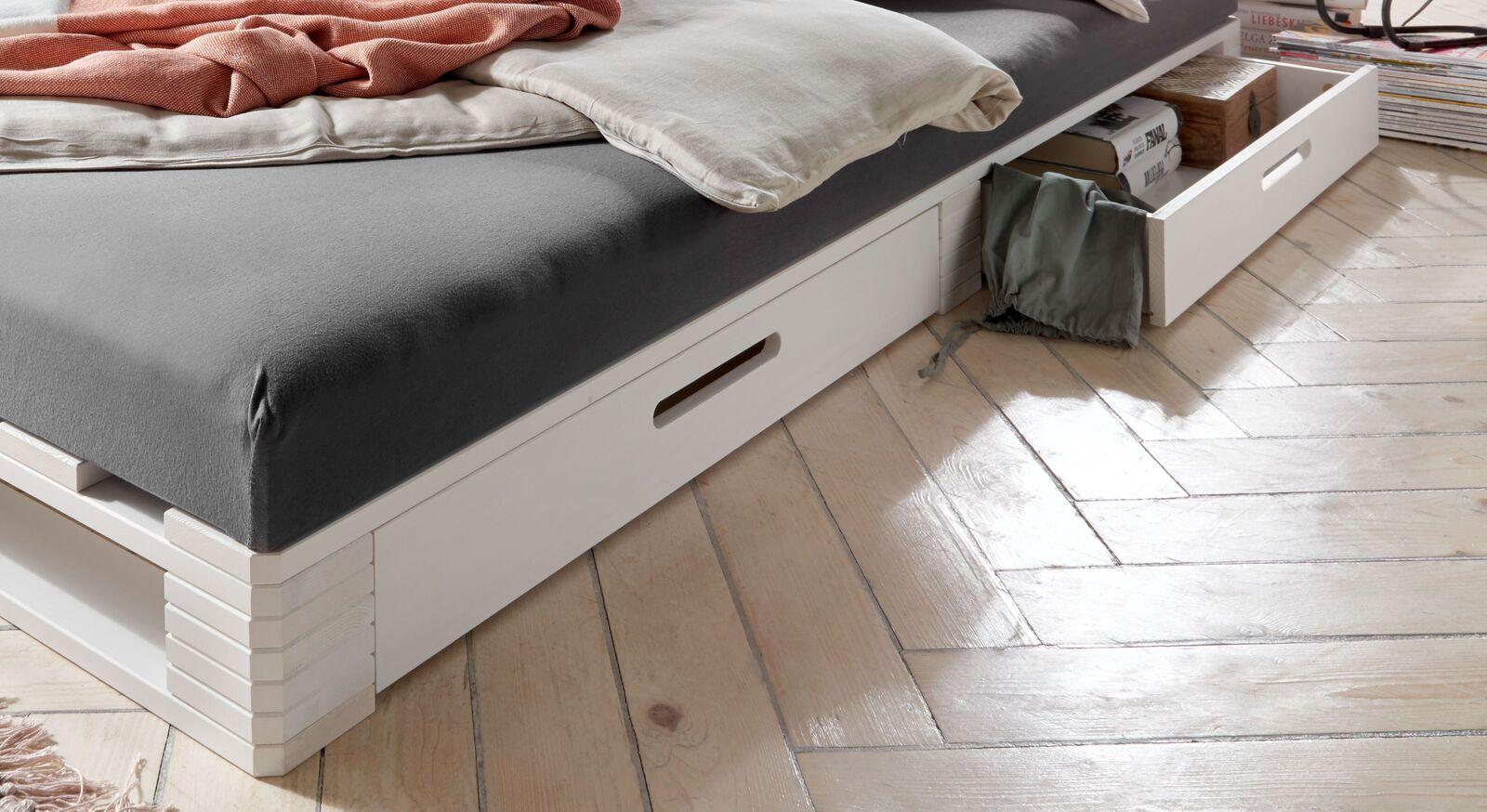 Modernes Palettenbett Bassa mit zwei Schubfächern
