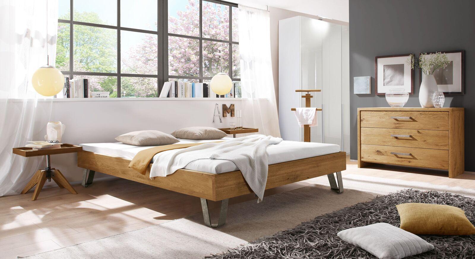 Passende Möbel zur Holz-Liege Aveiros