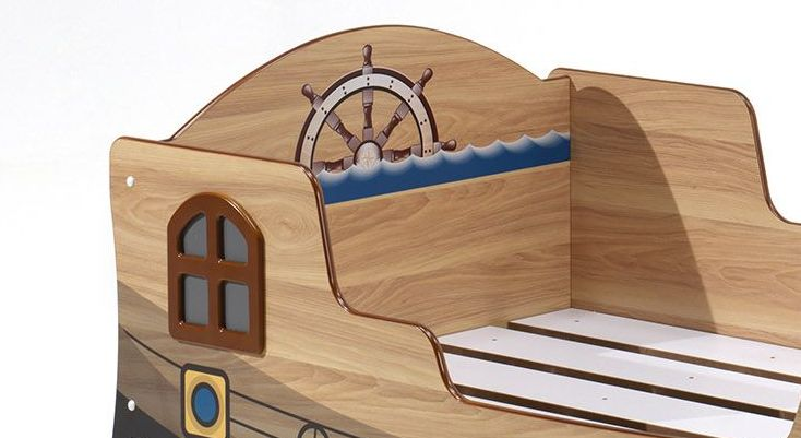 Piratenbett Enter mit aufgesetztem Fenster
