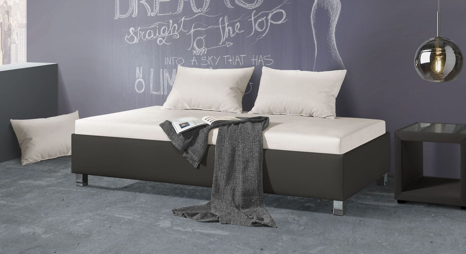 Relaxliege Lisala mit Kunstlederbezug am Bettkasten