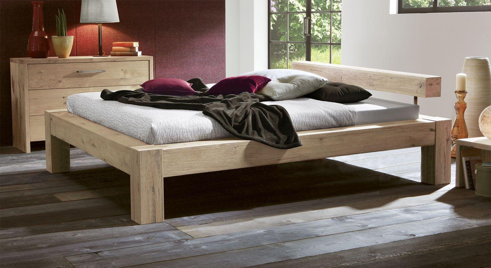 Rustico in Komforthöhe Bett aus Wildeiche in Weiß