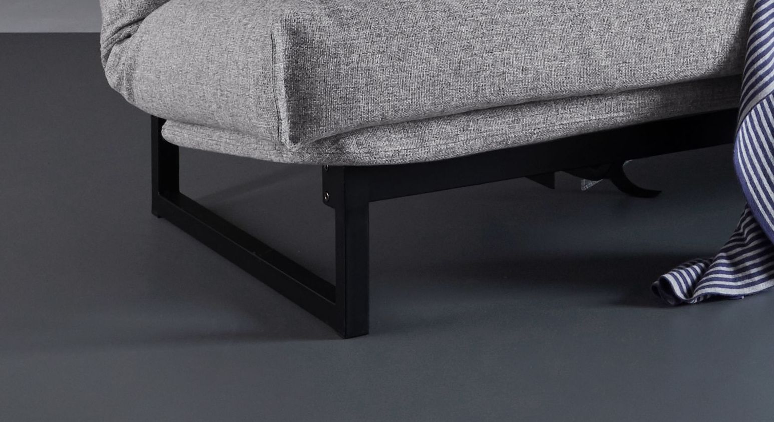 Schlafsofa Frentano mit matt schwarzen Stahlfüßen