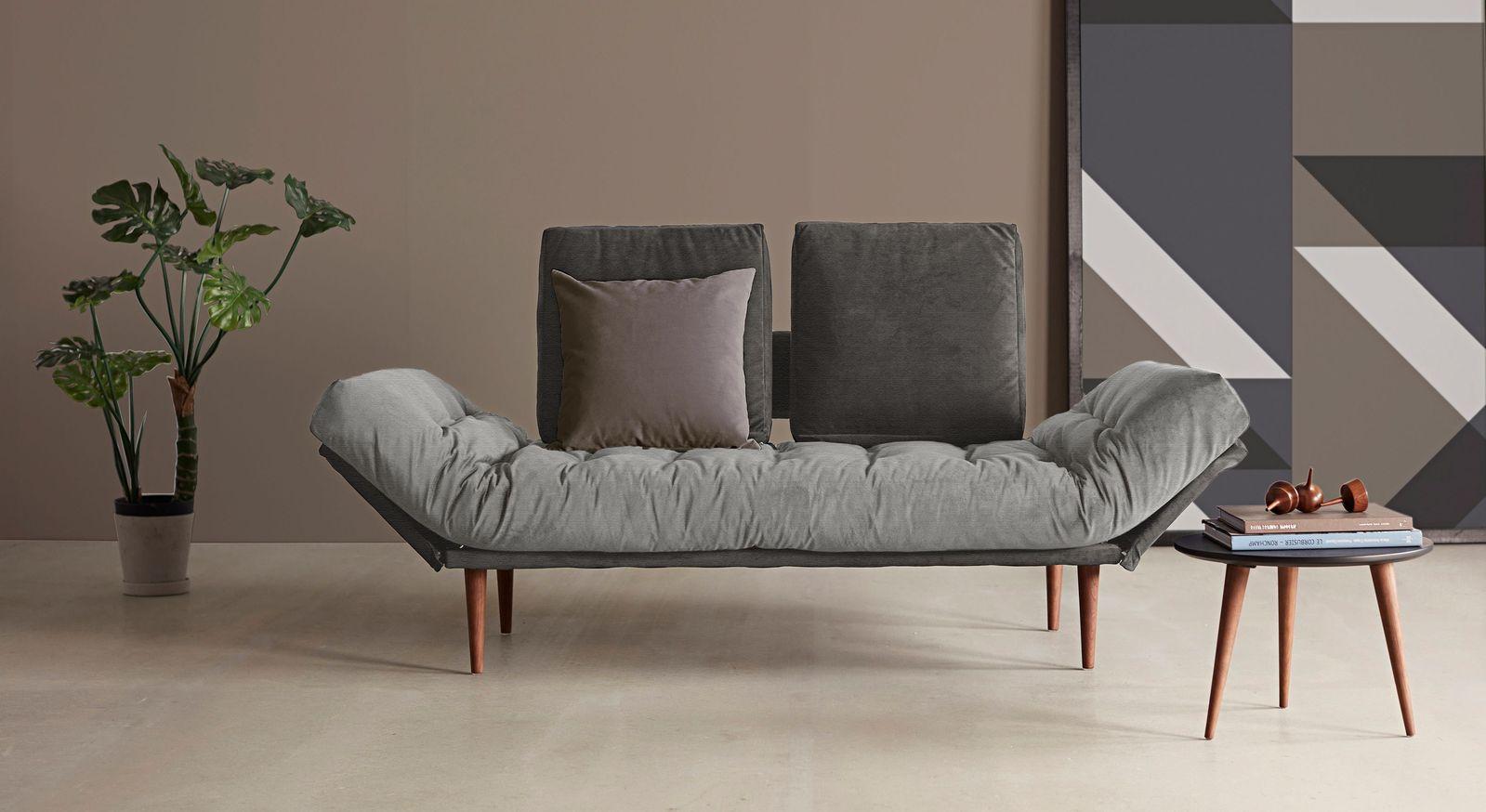 Modernes Schlafsofa Oldbury mit Füßen aus Ulme